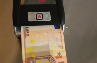 Verifica banconote a batteria